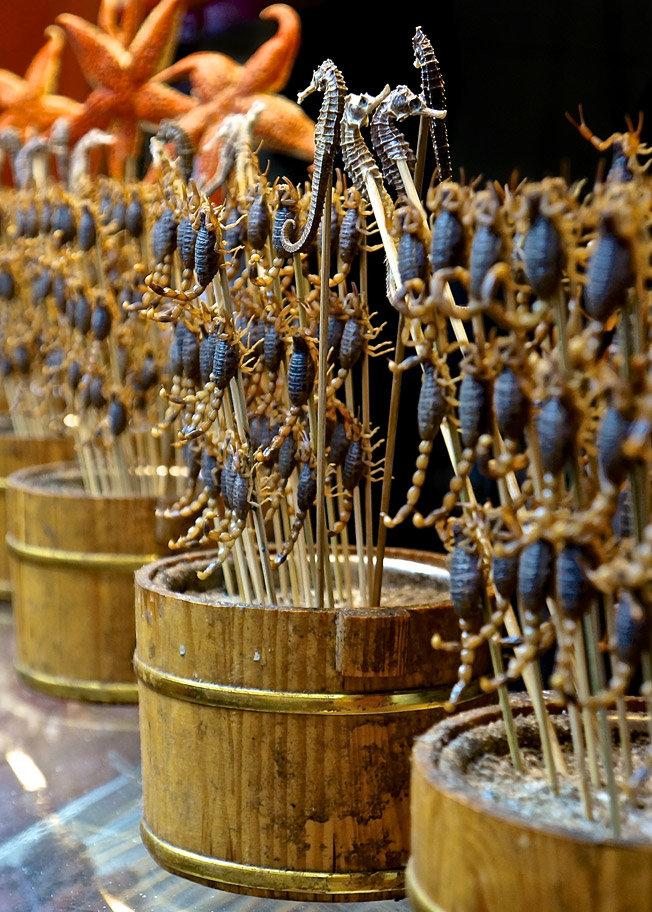 Такими шашлычками из скорпионов особо не наешься, да и вкуса у них никакого, так, китайские жареные семечки